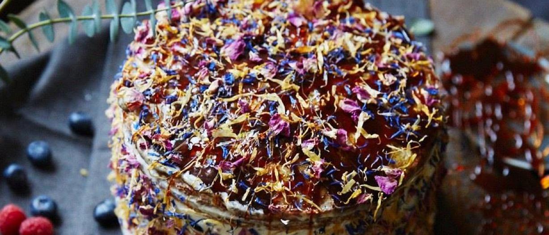 Recept: Bloementaart met blauwe bessen en pistache